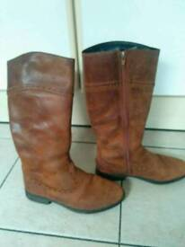 Clarke brown boots 2f