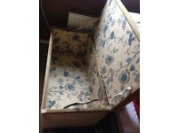 Beautiful vintage bed trunk amazing condition