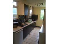 4 bedroom house near city off Botley road new kitchen big garden 4 car parking space