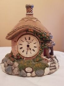 'COZY COTTAGE' - MEMORY LANE COTTAGE CLOCK by PETER TOMLINS - 8'' tall 7'' wide