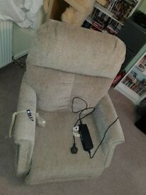 Riser recliner chair / like new condition