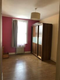 BEAUTIFUL LARGE DOUBLE ROOM AVAILABLE FOR RENT IN HOUNSLOW CENTRAL