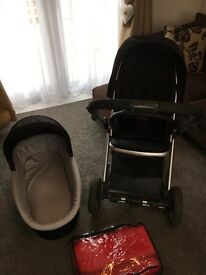 Oyster Pram in Black with Carry Cot and New Babies'r'us Fleece Foot Muff