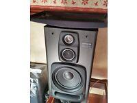 Aiwa hi fi speakers + brackets