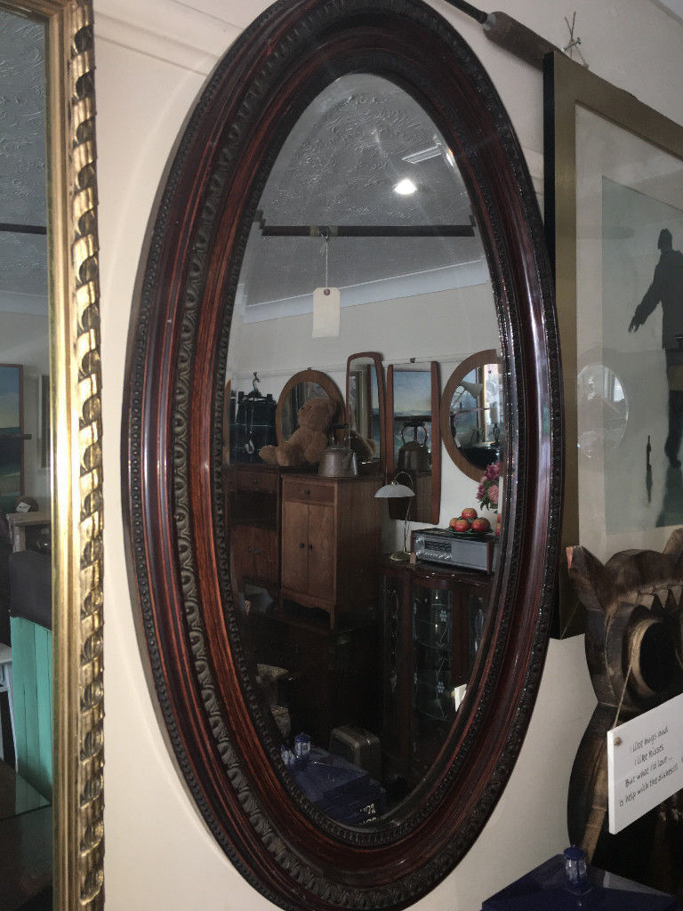 Attractive Antique Victorian Oval Carved Mahogany Framed Decorative Bevel Mirror