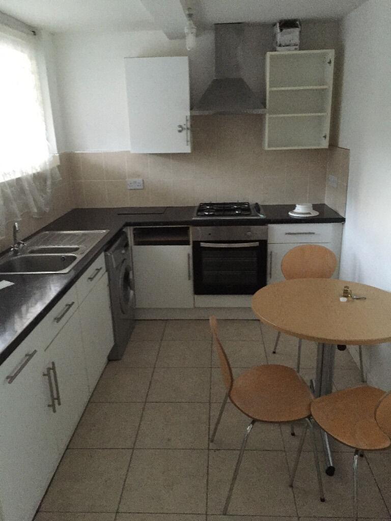 3 Bedroom Flat Field Way New Addington CR0 9DX Housing Benfit Welcome