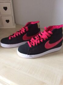Nike High Top Ladies Trainers. Unworn excellent condition. Size 5.5