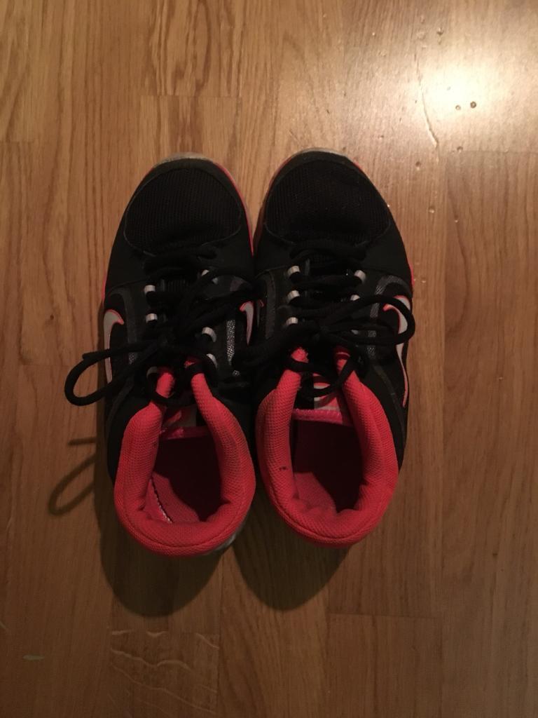 Nike shoes size 4