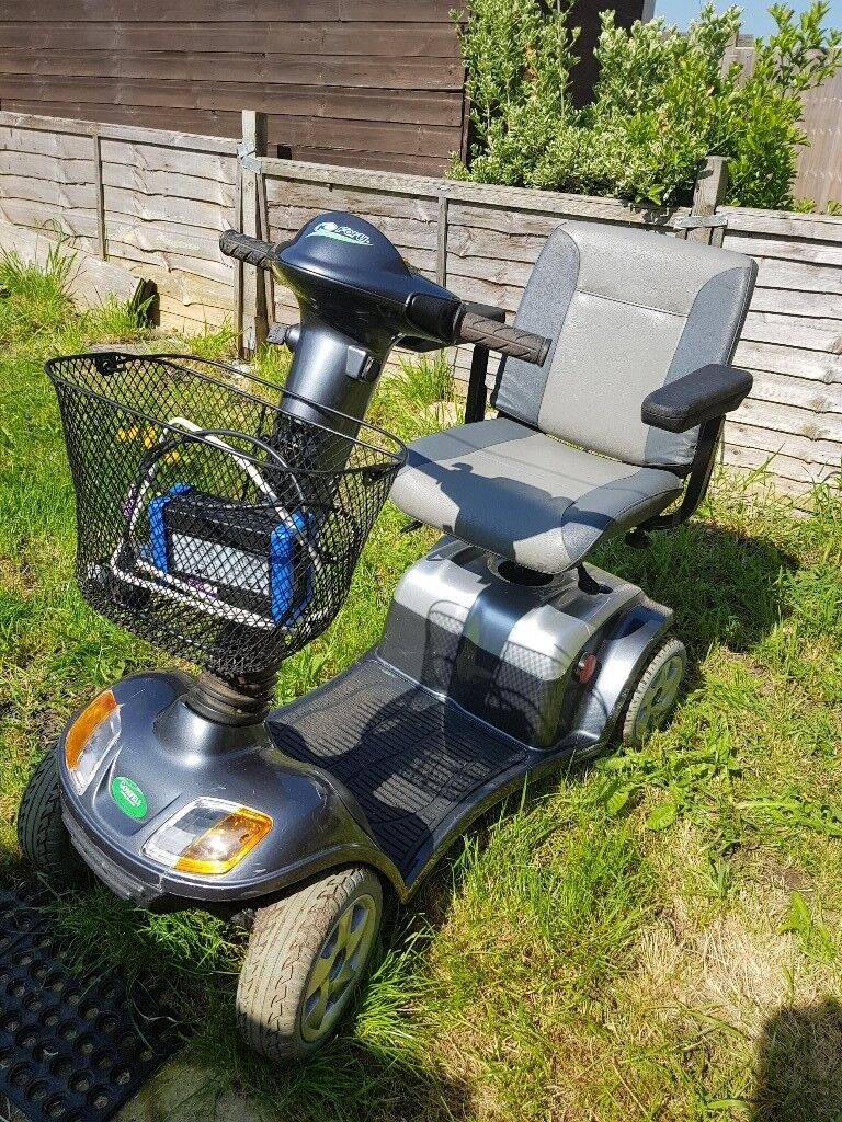 Kymco super 4 mobility scooter,road type with lights\'few scuffs but ...