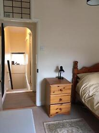 Double room to let, Mon-Fr, in country cottage suitable for London commute