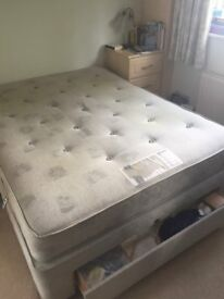 Slumberland King Size divan bed with Silver Comfort Delux mattress. 3 draws in base. Good condition