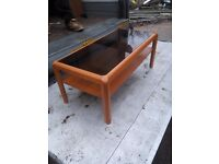 COFFEE TABLE/OCCASIONAL TABLE. WITH GLASS TOP