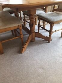 Gorgeous extending oak dining table and 6 chairs