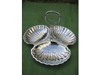 Brand New Attractive Tudor Rose Three Compartment Shell Tray