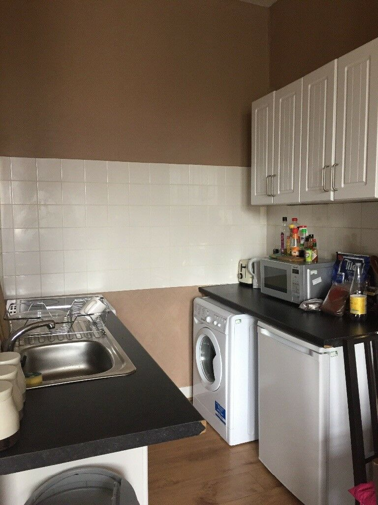 Centre located top floor flat for holiday rent & short term let