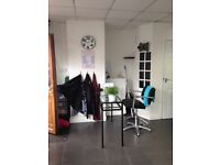 Barbers Retail Shop to Rent Broadway