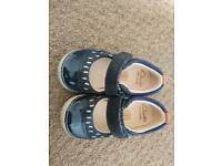 Clarks real leather navy baby/toddler girls walking shoes size 3.5, fit F