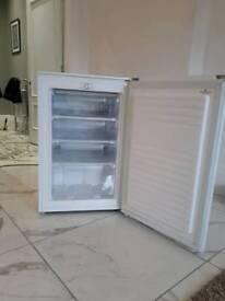 Hoover under counter freezer