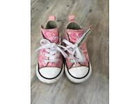 Girls converse size 5 very good condition. Side Velcro for ease
