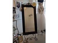 Sturdy free-standing fabulous mirror