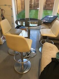 High top table and three chairs EXCELLENT CONDITION