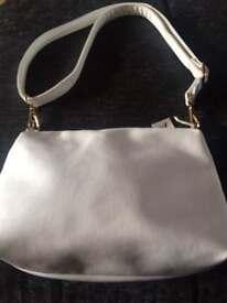 Women's trendy handbag