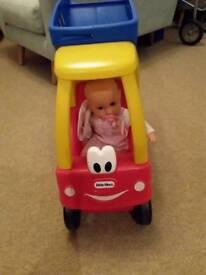 Toy Tiny Tikes shopping trolley