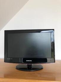 """17"""" flat screen TV"""