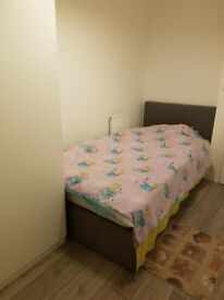 Furnished single room in new build house in a residential area for a tidy professional bills inc