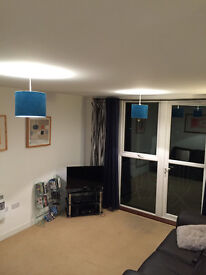 2 double bed flat 10 mins walk from Twickenham station with secure parking and private balcony.