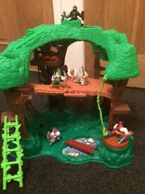 Fisher Price Robin Hood Tree house with 6 figures