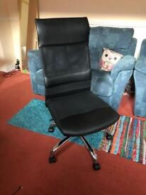 Swivelling, reclining, desk chair