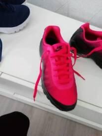 2 pair of womens nike air max Brand new