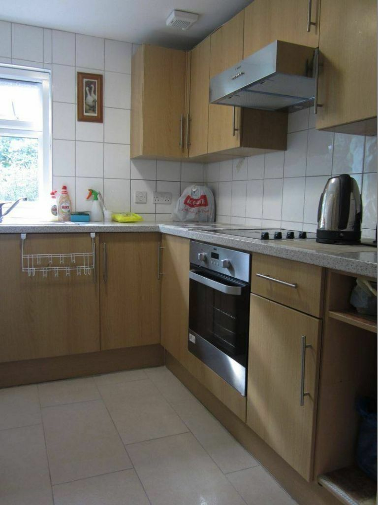 Modern Spacious Two Double Bedroom Property With Private Parking In Hendon Central