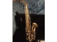 Saxaphone Elkhart Deluxe Alto with Bag and Reeds