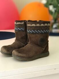 Kids Clarks Shoes size 5 1/2E