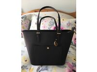 a68f7073271 BNWT Michael Kors Large Jet Set Snap Pocket Black Tote Bag in Saffiano  Leather - Unwanted