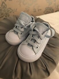 Unlimited addition pale blue converse