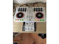 Dj decks // numark mixtrack pro 2