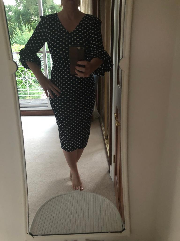 Pretty lantern sleeve polka dot dressin Tring, Hertfordshire - Navy Blue & white. Really flattering on. Size 12 Pretty lantern sleeve polka dot dress. Posted by Billie in Womens Clothing, Dresses in Tring. 23 June 2018