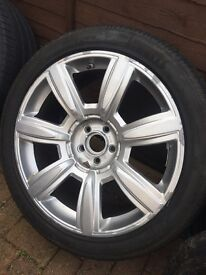 Bentley Flying Spur single alloy and tyre