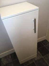 Small gloss white cabinet