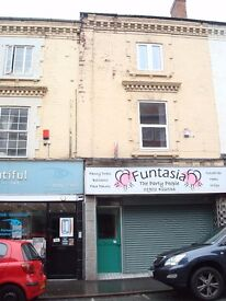 *LARGE THREE BEDROOM FLAT *CITY CENTRE LOCATION * DSS FAMILY CONSIDERED *AVAILABLE IMMEDIATELY