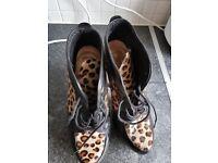 Wkmens size 5 new rock shoes