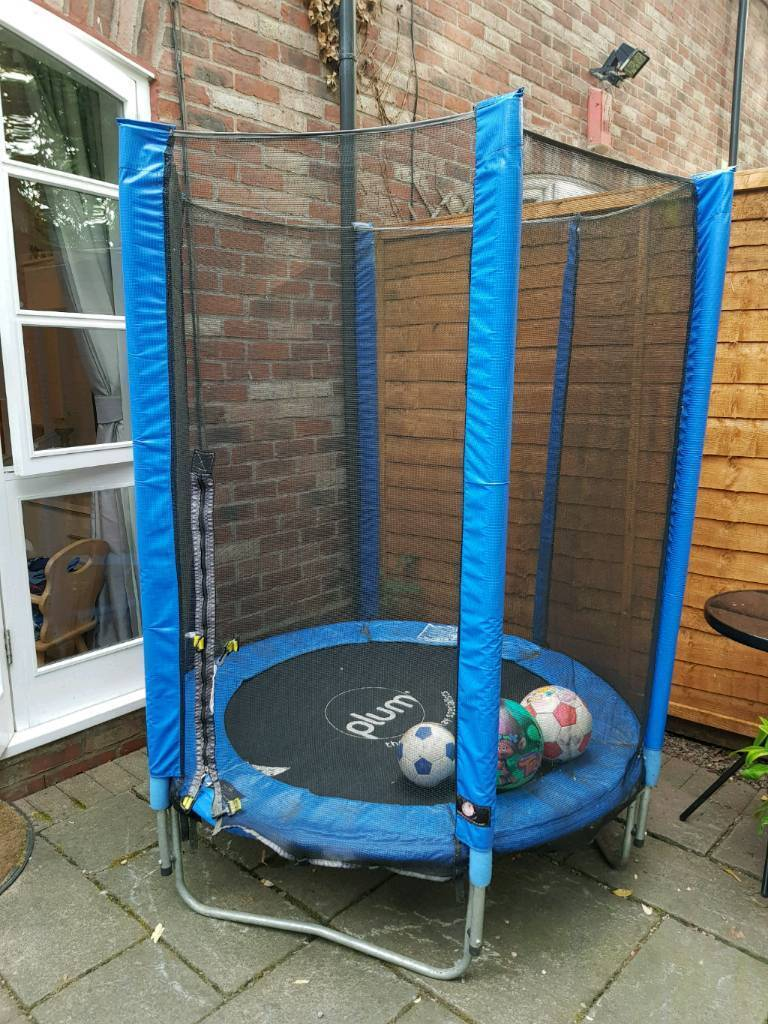 PLUM 45ft Trampoline With Safety Enclosure