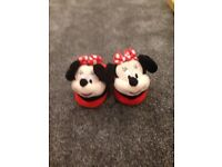 Childs Minnie Mouse stompeez slippers. Like new. Size x small 7-9