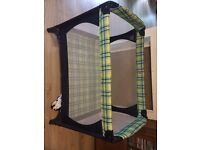 Travel cot - MAMAS and PAPAS - excellent quality and good condition