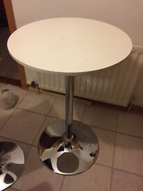 Round bar style table