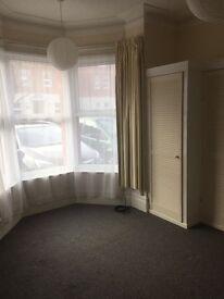 1 bedroom ground floor studio flat £440 pm