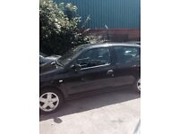 Black clio cheap but engine doesent work